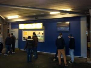 Die Moderne erhält Einzug ins Volksparkstadion: Displays neben den Fressbuden!